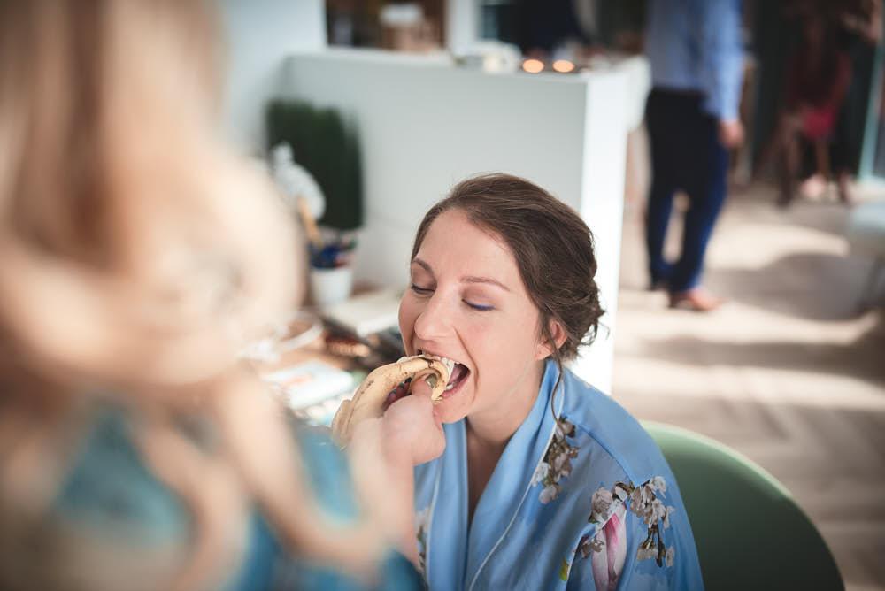 hapje eten tijdens de make-up