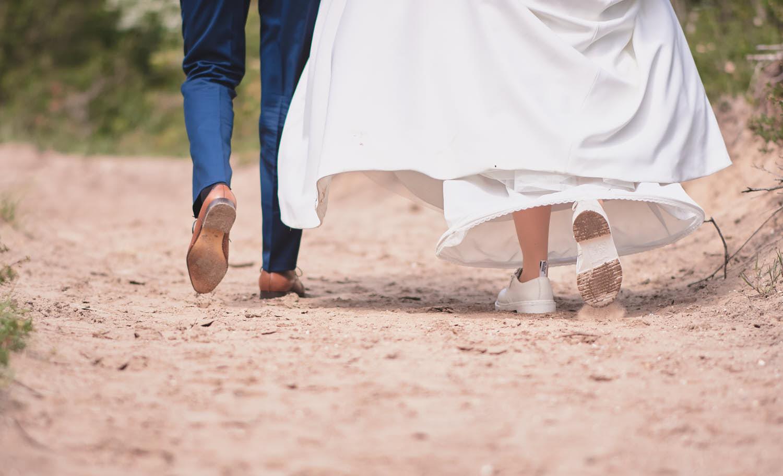 voeten van bruidspaar