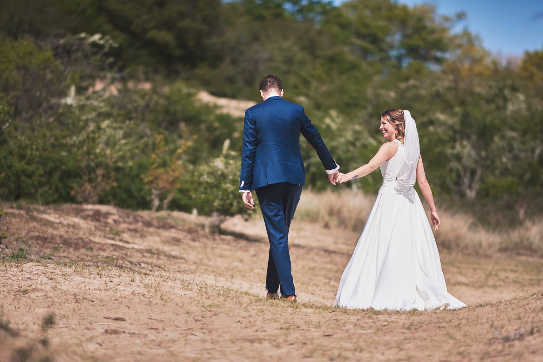 bruidspaar in de duinen