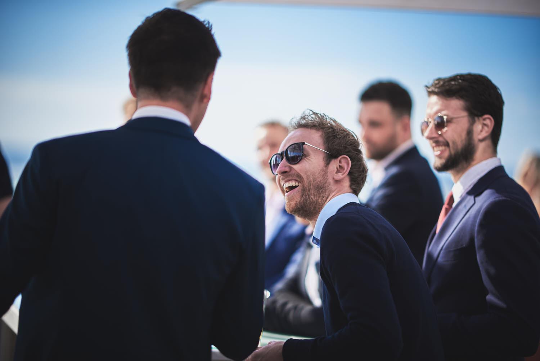 lol met vrienden op trouwdag