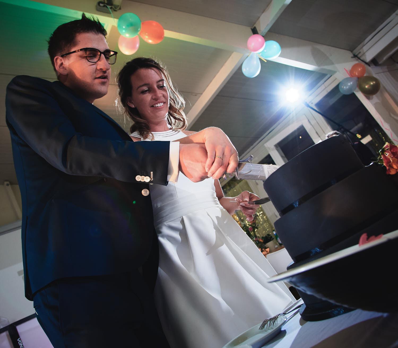 taart aansnijden bruiloft