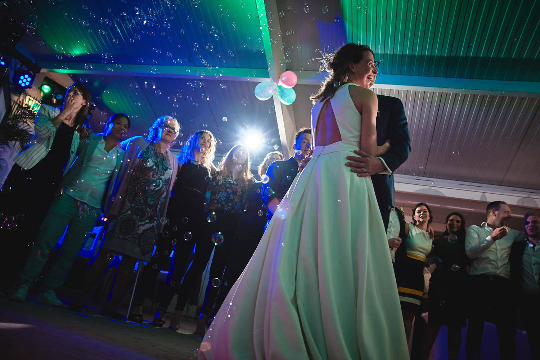 bruidspaar trouwdans