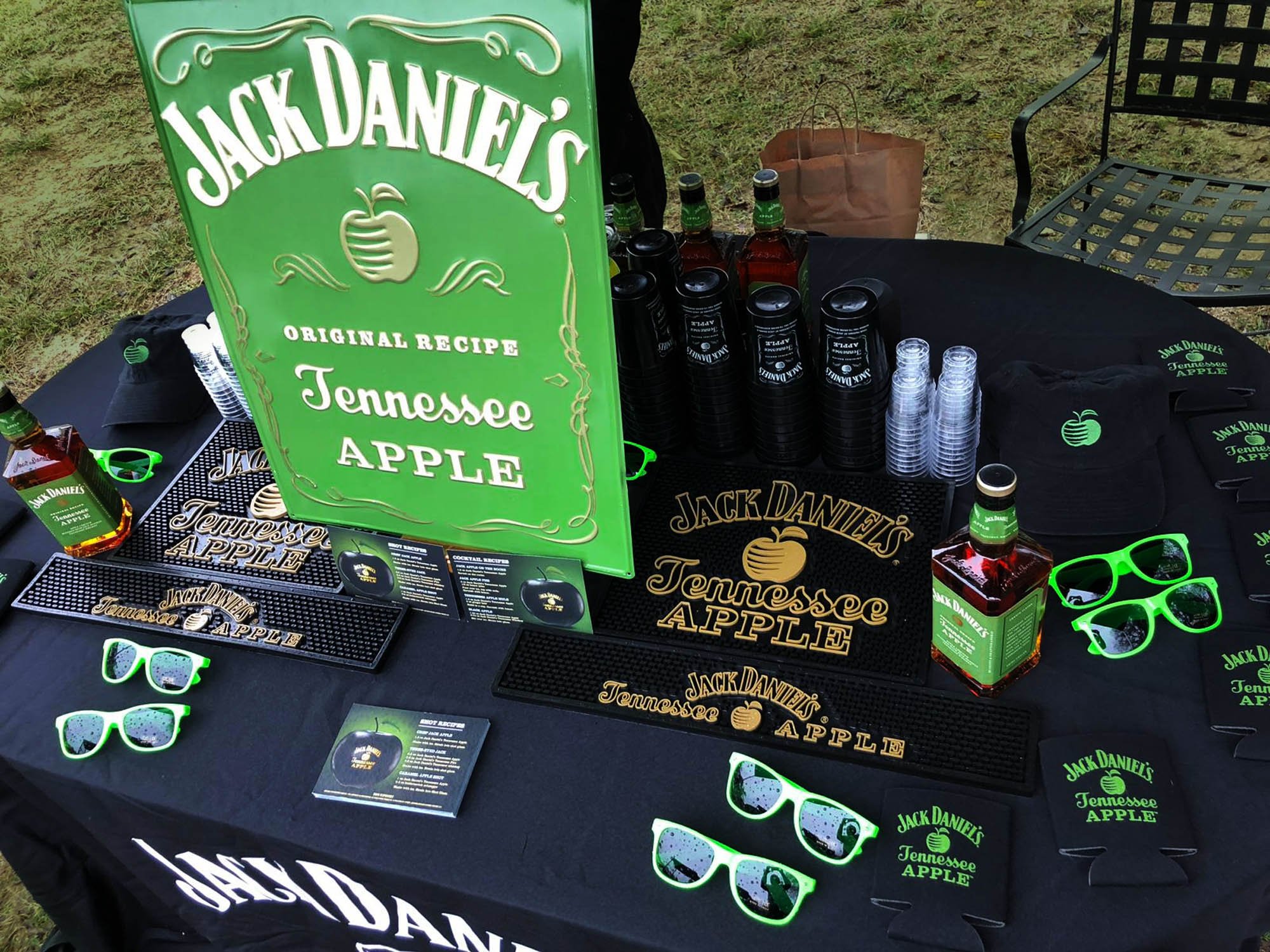 For the launch of Jack Daniel's Tennessee Apple Whiskey, also known as Apple Jack, we developed a nation-wide program in the U.S. to promote sales and awareness. With a focus in dense markets near city centres, like Las Vegas, Houston and New York City, our team created unique on and off-premise events for each area and its audience. The campaign included sponsorships, feature placements and new account development. The program effectively reached over 230 accounts and over 33,000 target consumers.
