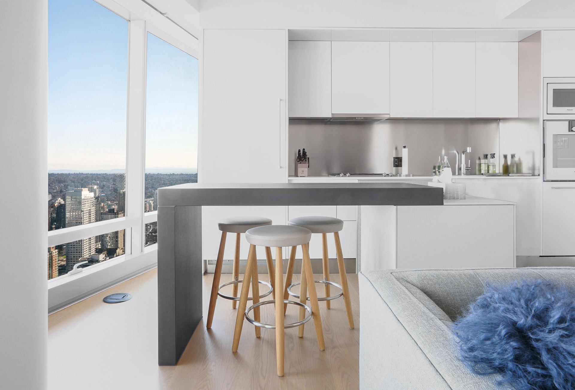 FULLY FURNISHED ONE BEDROOM AND DEN PROPERTY IN THE LUXURIOUS TRUMP RESIDENCES VANCOUVER