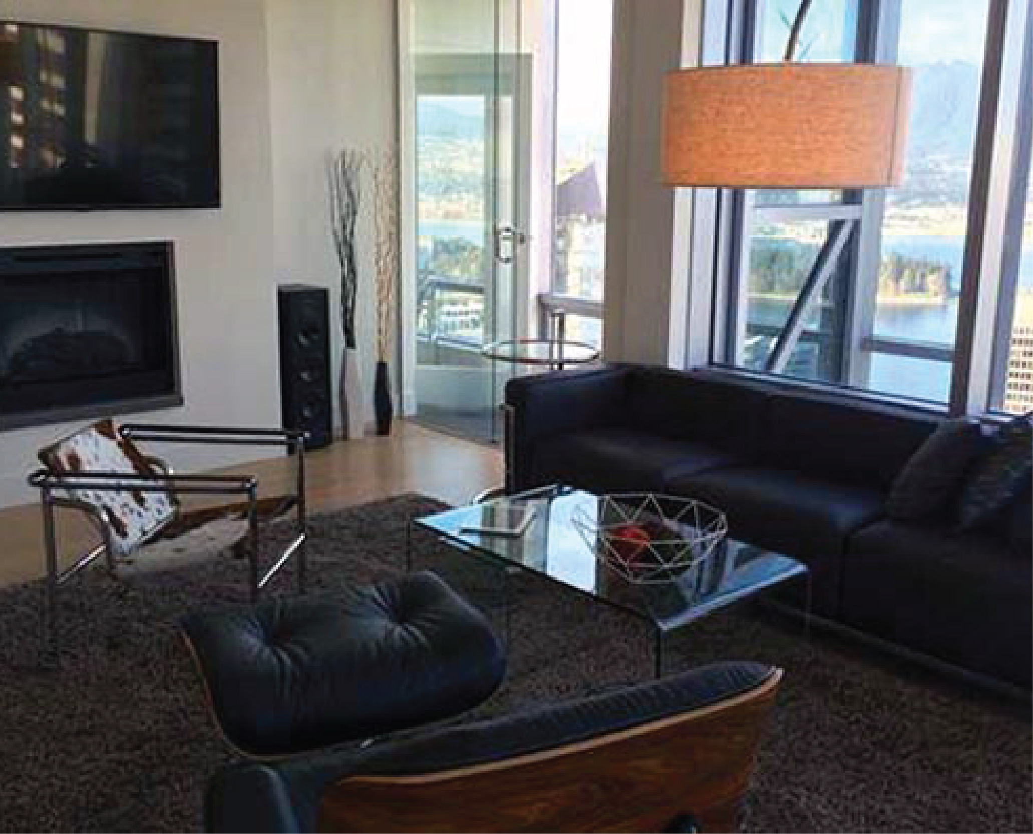 RESIDENTIAL LISTING IN THE LUXURIOUS SHANGRI-LA BUILDING