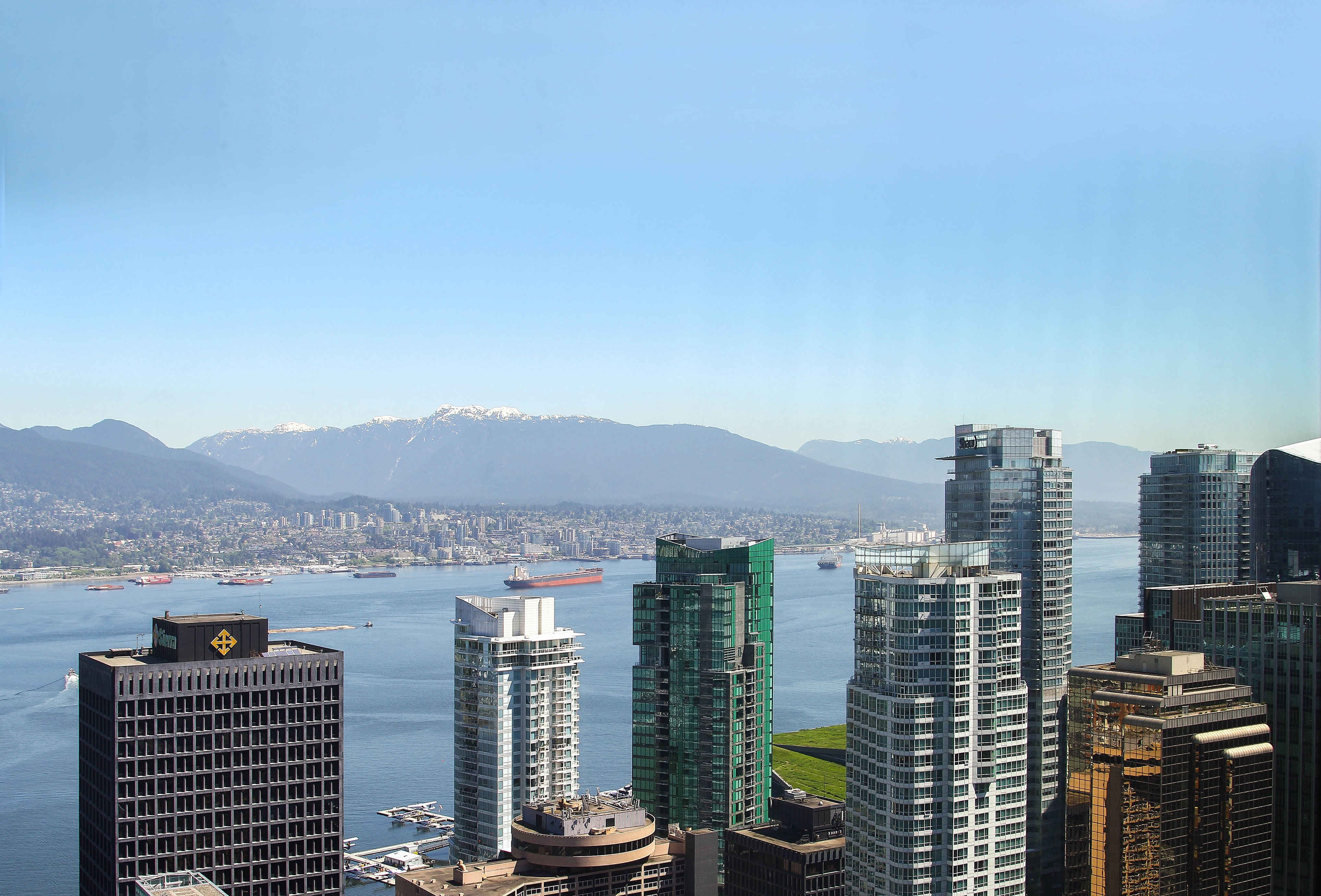 UNFURNISHED DELUXE TWO BEDROOM PROPERTY IN THE LUXURIOUS TRUMP RESIDENCES VANCOUVER