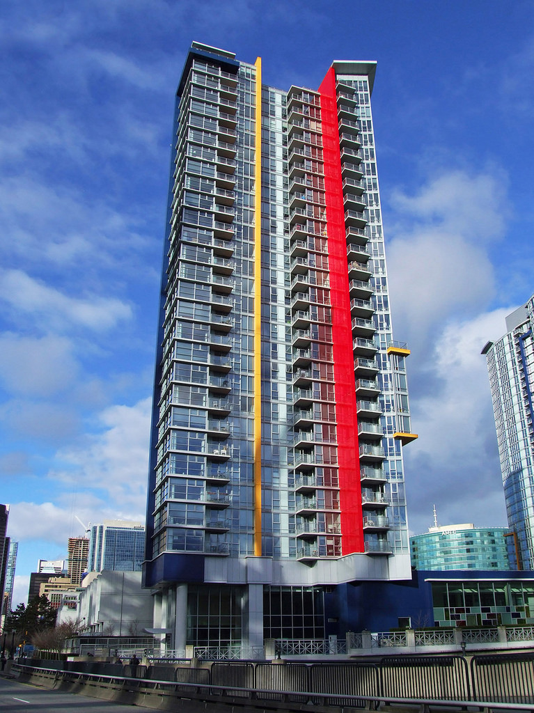 UNFURNISHED ONE BEDROOM AND DEN PROPERTY AT SPECTRUM I TOWER