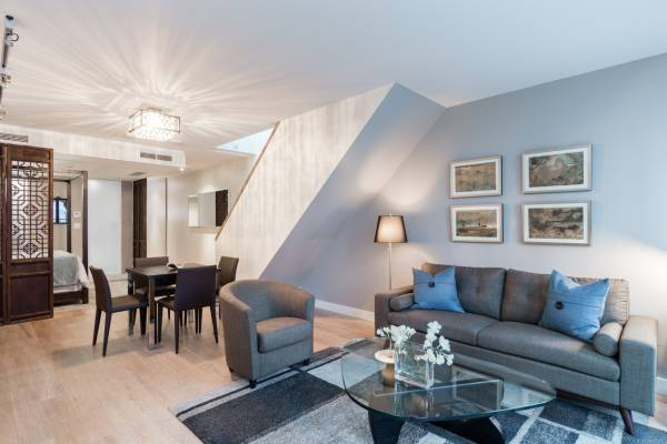 FURNISHED SPACIOUS STUDIO SUITE WITH PATIO IN THE WEST PENDER PLACE