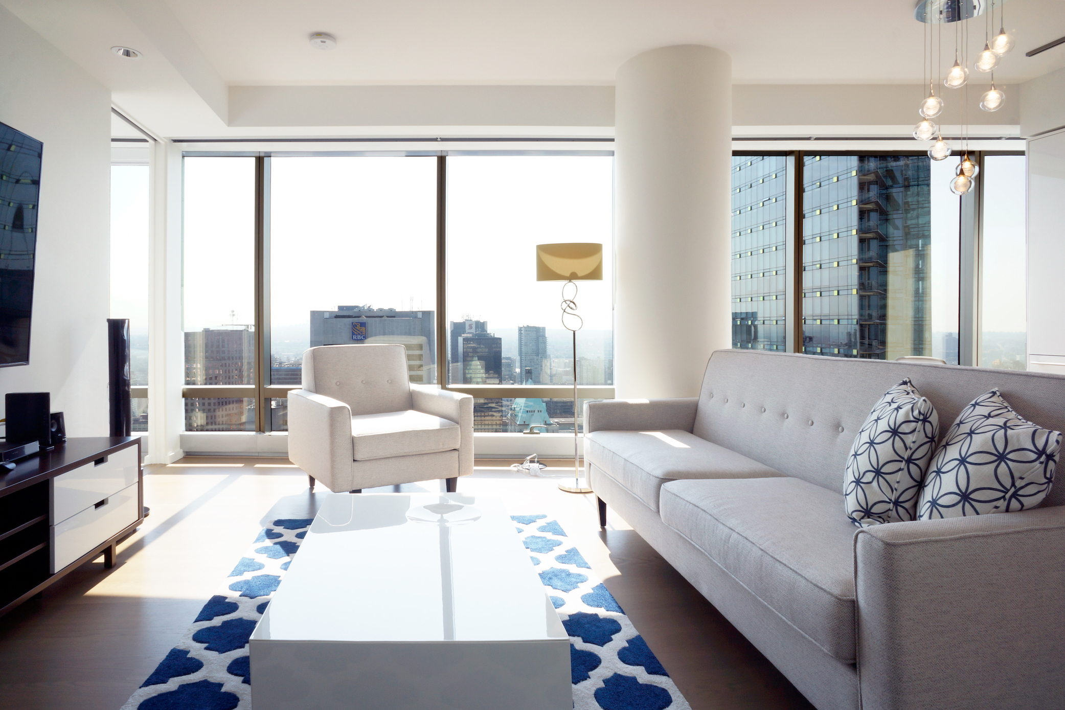 FURNISHED ONE BEDROOM AND DEN PROPERTY IN THE LUXURIOUS TRUMP RESIDENCES VANCOUVER