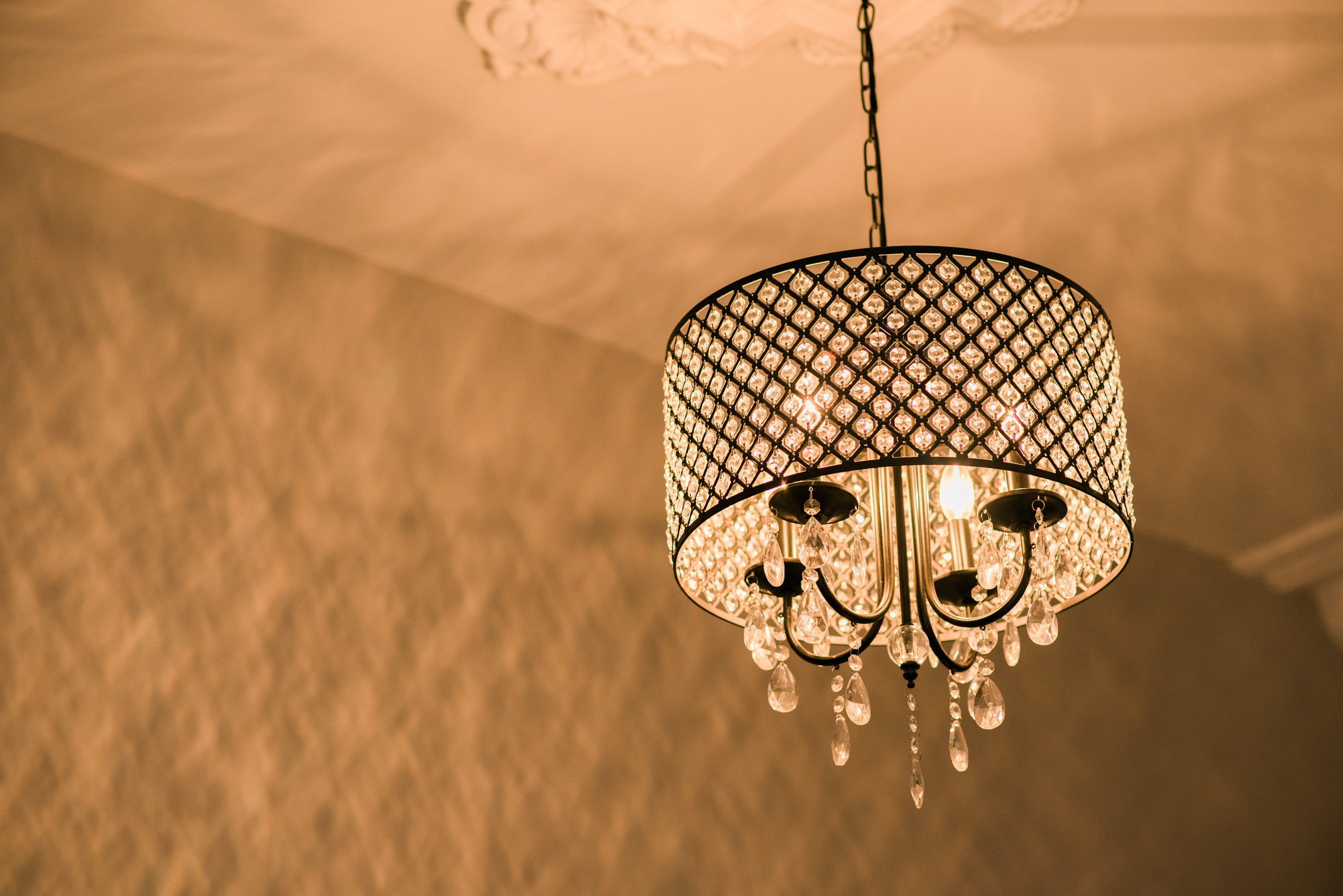 Photo of the chandelier in Harpster apartment