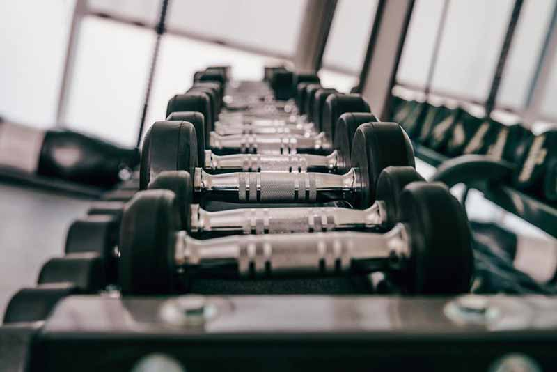 Free weights in the gym or at home - should I use machines or free weights