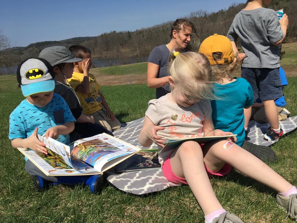 preschool children reading outside