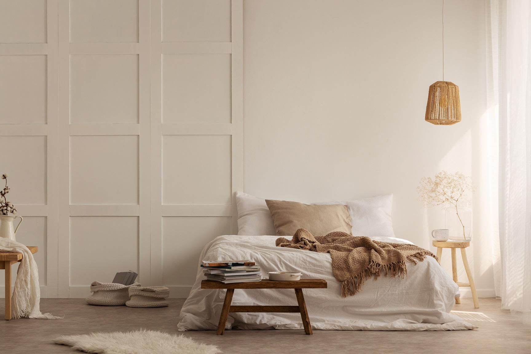 Schlafzimmer weiß - dekoriert hell