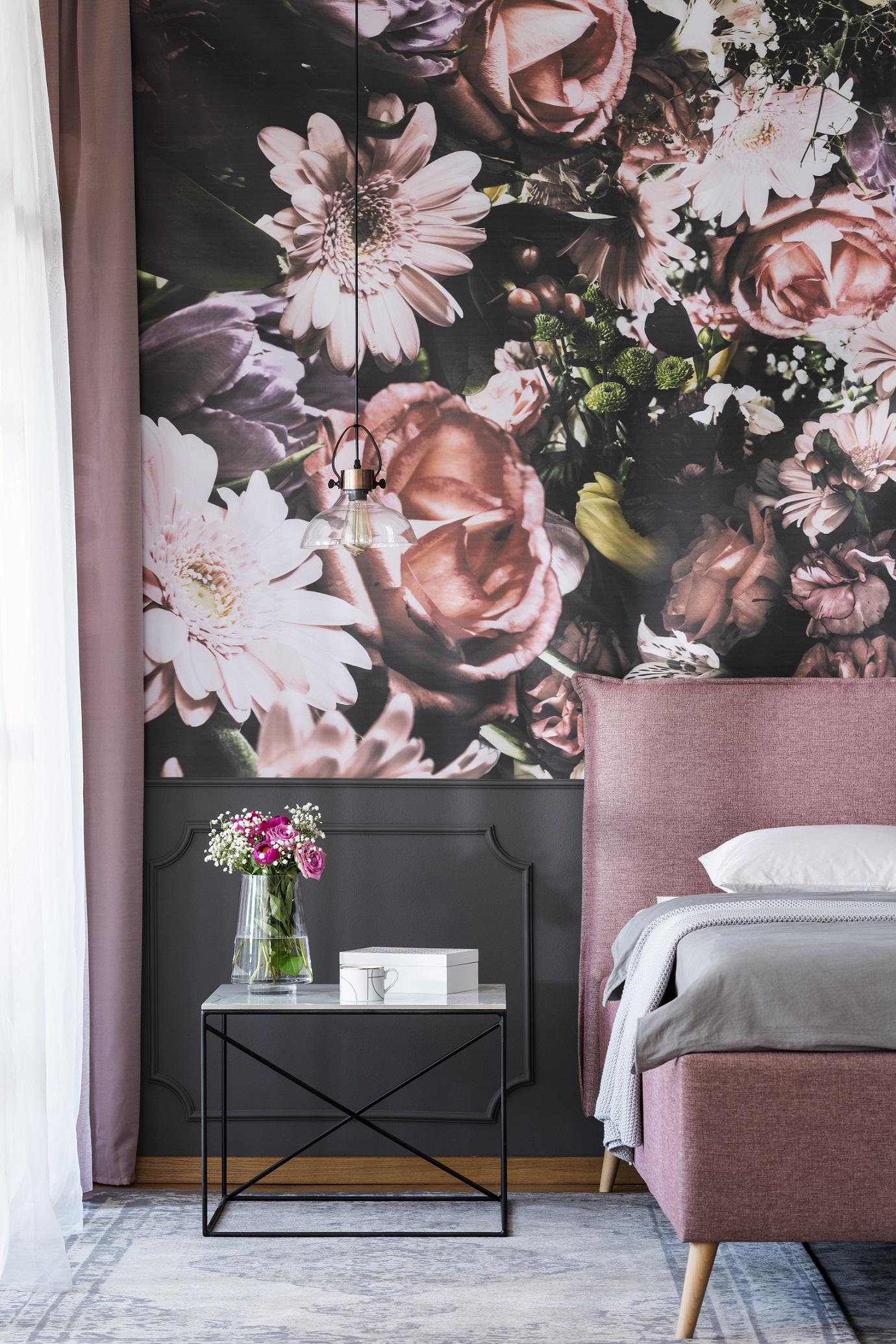 Fototapete mit Blumen im Schlafzimmer
