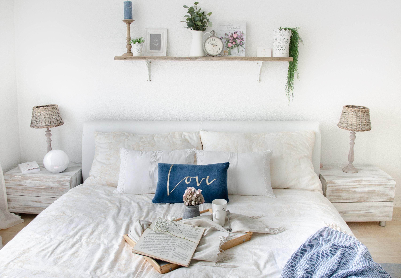 Weiß mit aus Massivholz geschnittenen Möbeln zeichnen Arianna's Haus aus.