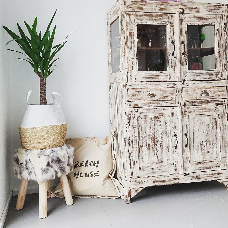 Bianca's Haus glänzt durch selbstgebaute Holzmöbel.