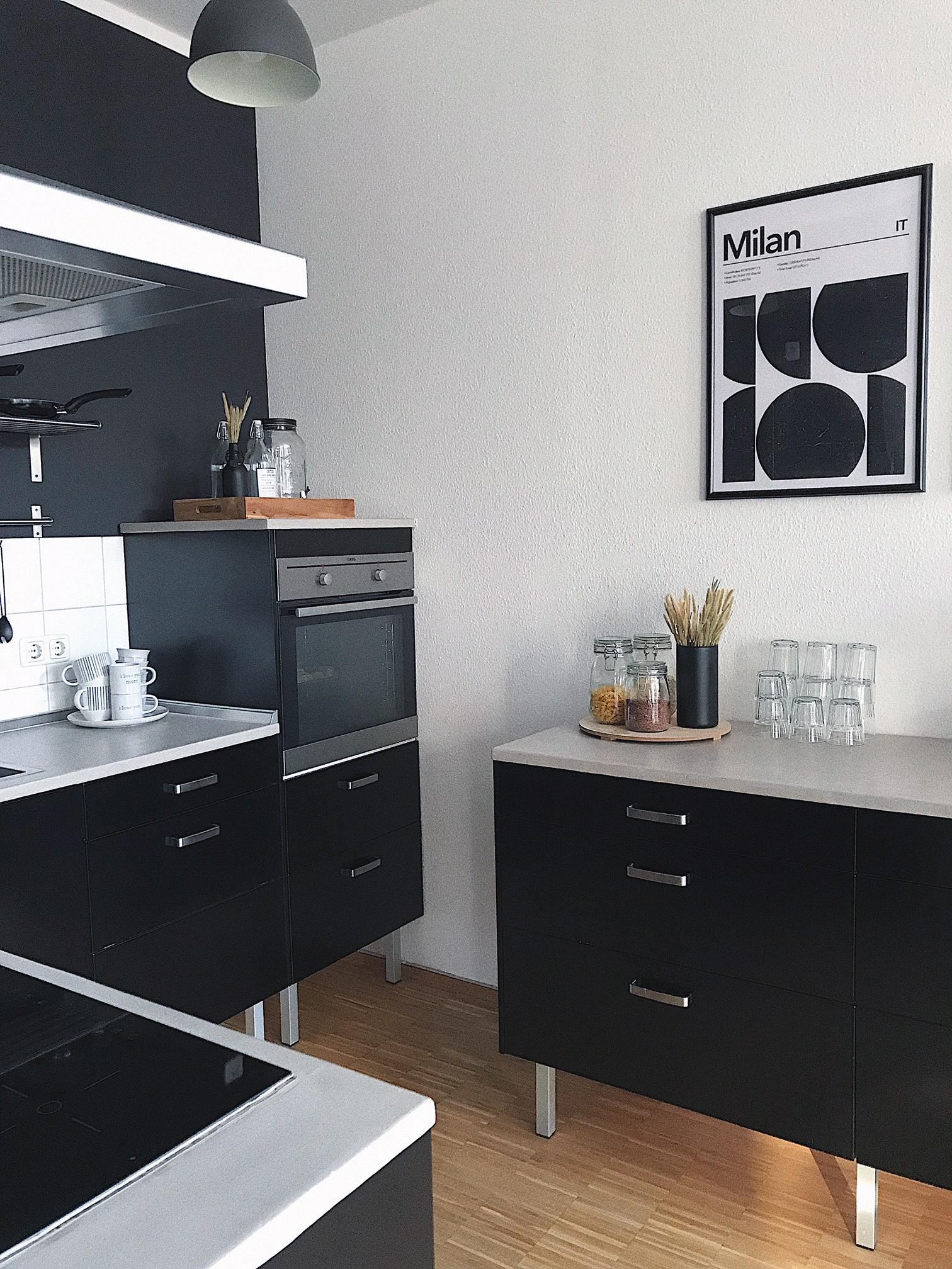 Minimalistisch, kreativ und modern, mit schwarz als Kernfarbe, das ist wie Cathrin lebt.