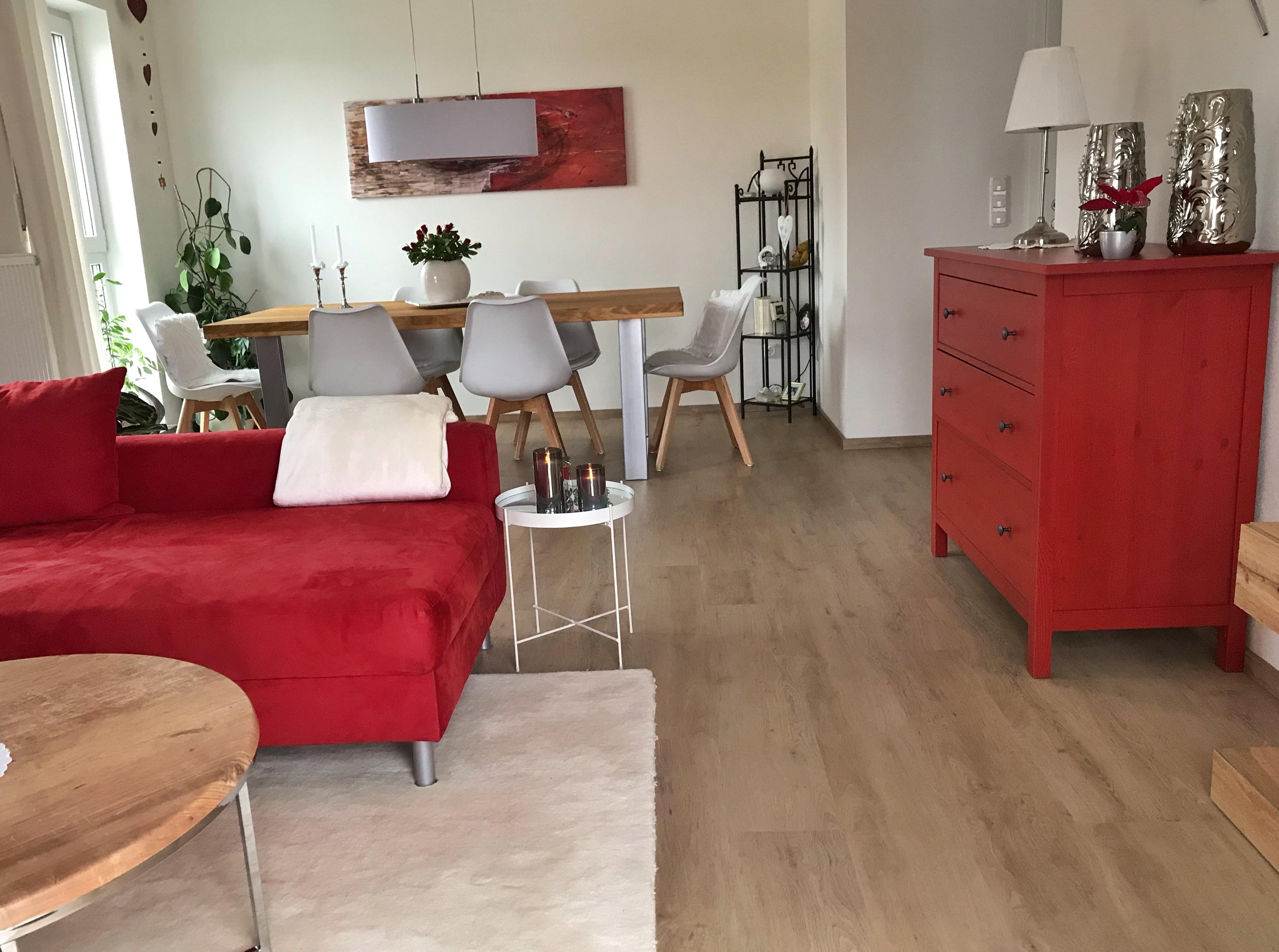 Eveline verbindet die Natur von Holz mit der Modernität.