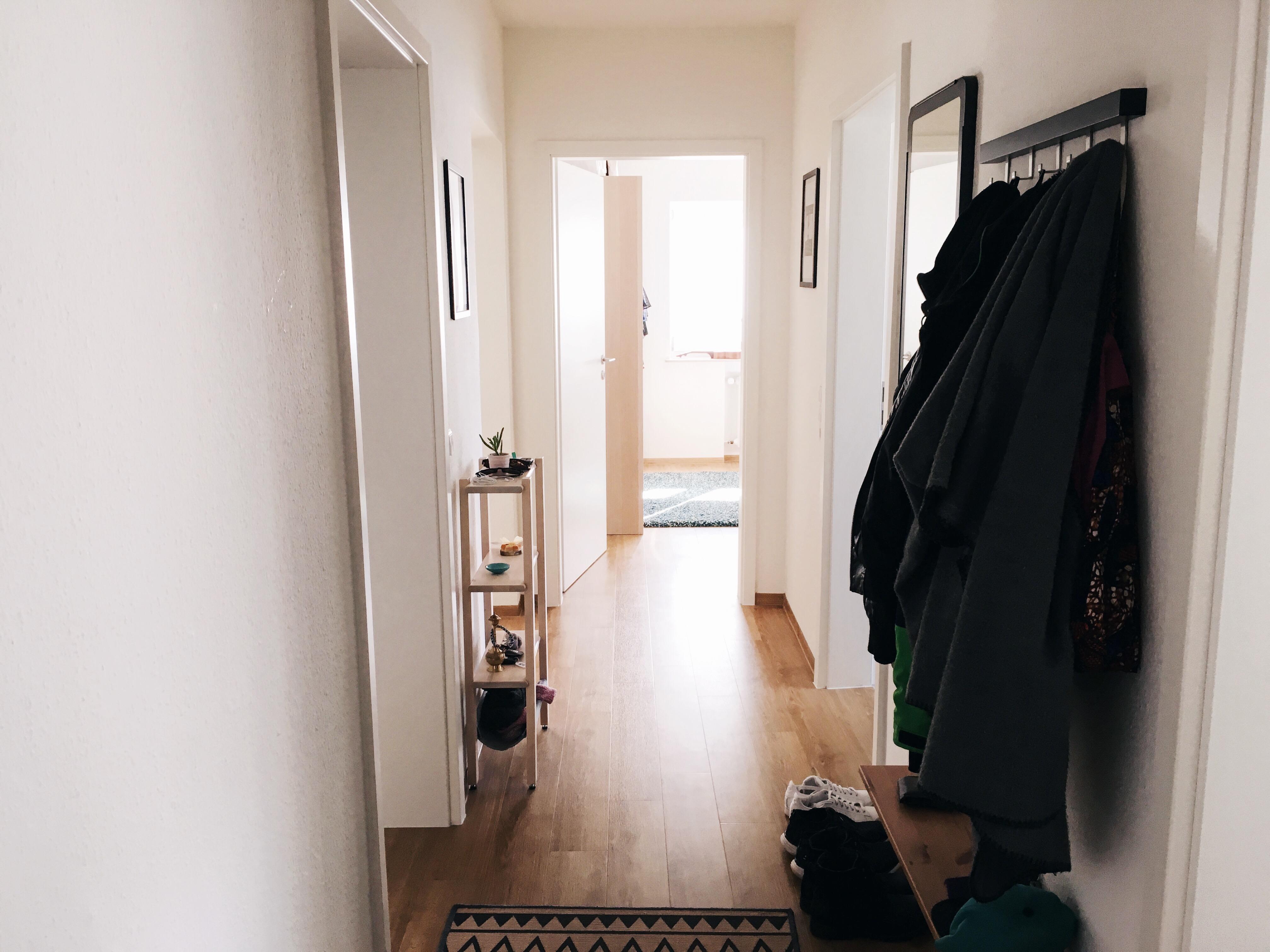 Katharina will ein wenig Leben in ihr zeitgenössisches Zuhause bringen.