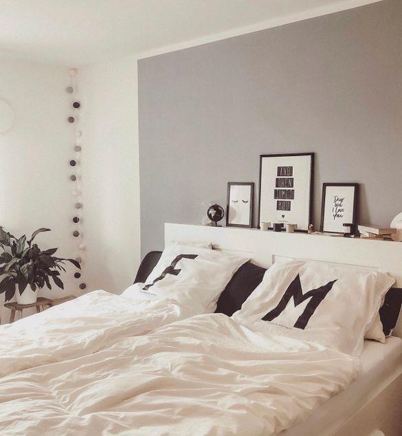 Melissa hat ihr Zuhause in schwarz, weiß und holzfarben gestaltet.