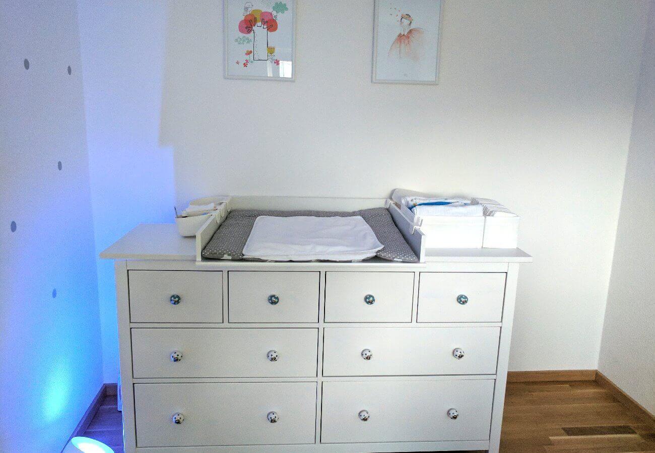 Kommode von Ikea mit Wickeltischaufsatz