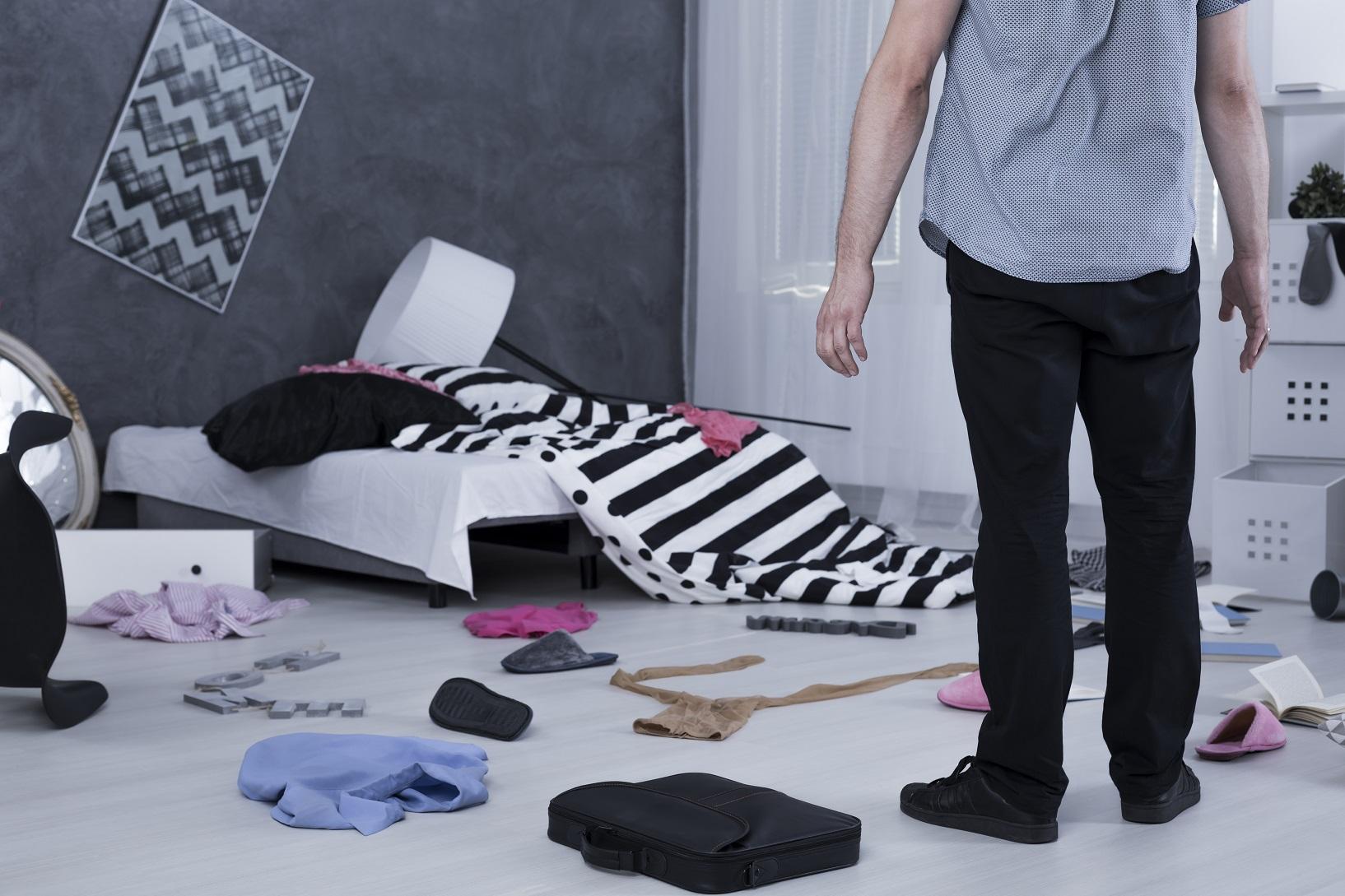 Verwüstetes Zimmer - Haben Einbrecher alles durchsucht oder gab es eine wilde Party