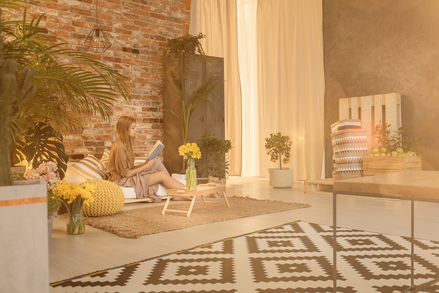 Wohnzimmer mit intelligentem Licht