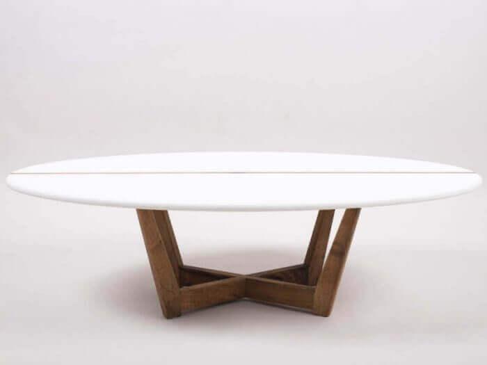 Tisch aus einem Surfbrett von Sundaze