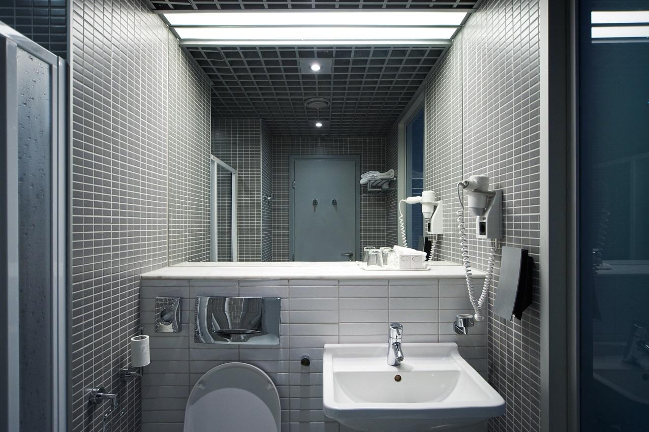 Badezimmer in einer kleinen Wohnung
