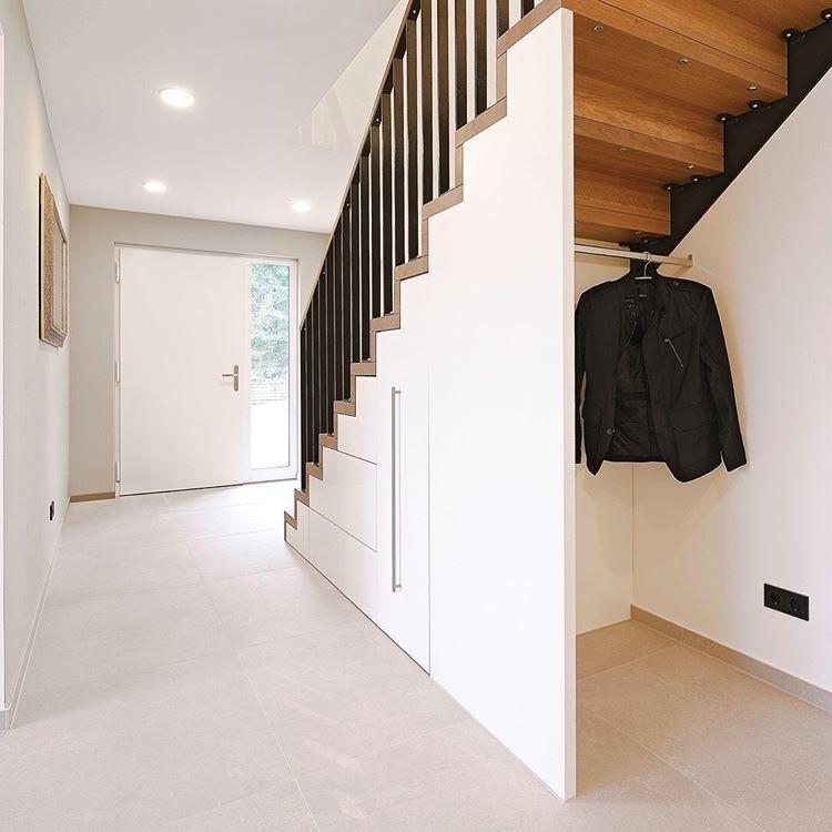Staufach unter der Treppe - intelligent genutzt