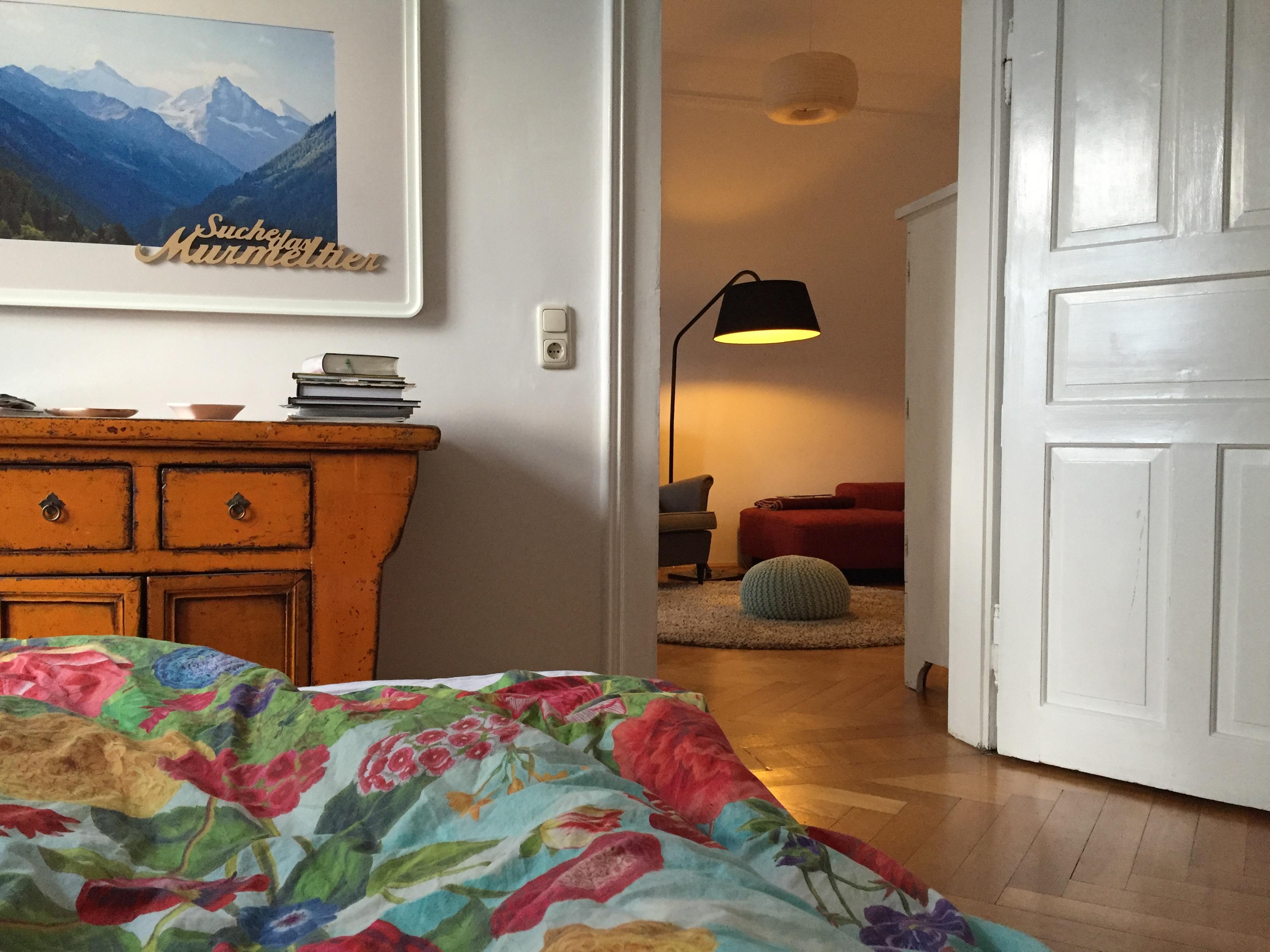 Wohnen, Pflanze, Naturholz, Weiß, Tür, Bett, Bilderrahmen, Tisch, Stuhl