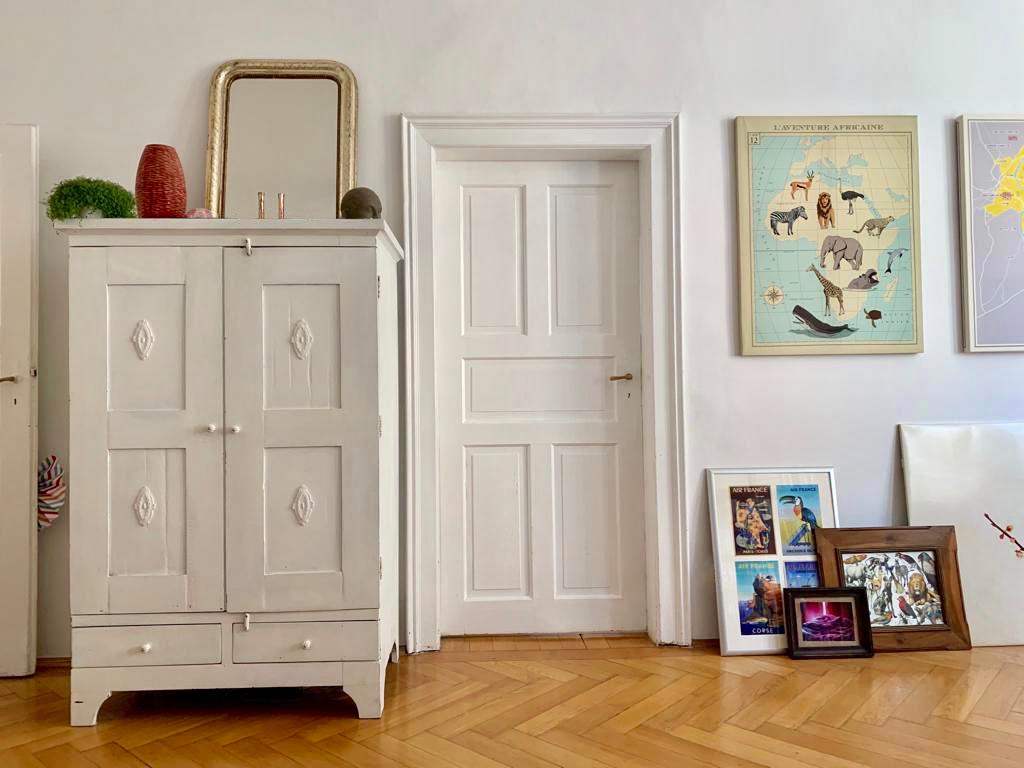 Wohnen, Naturholz, Weiß, Dekoration, Tür, Bilderrahmen, Tisch, Schrank