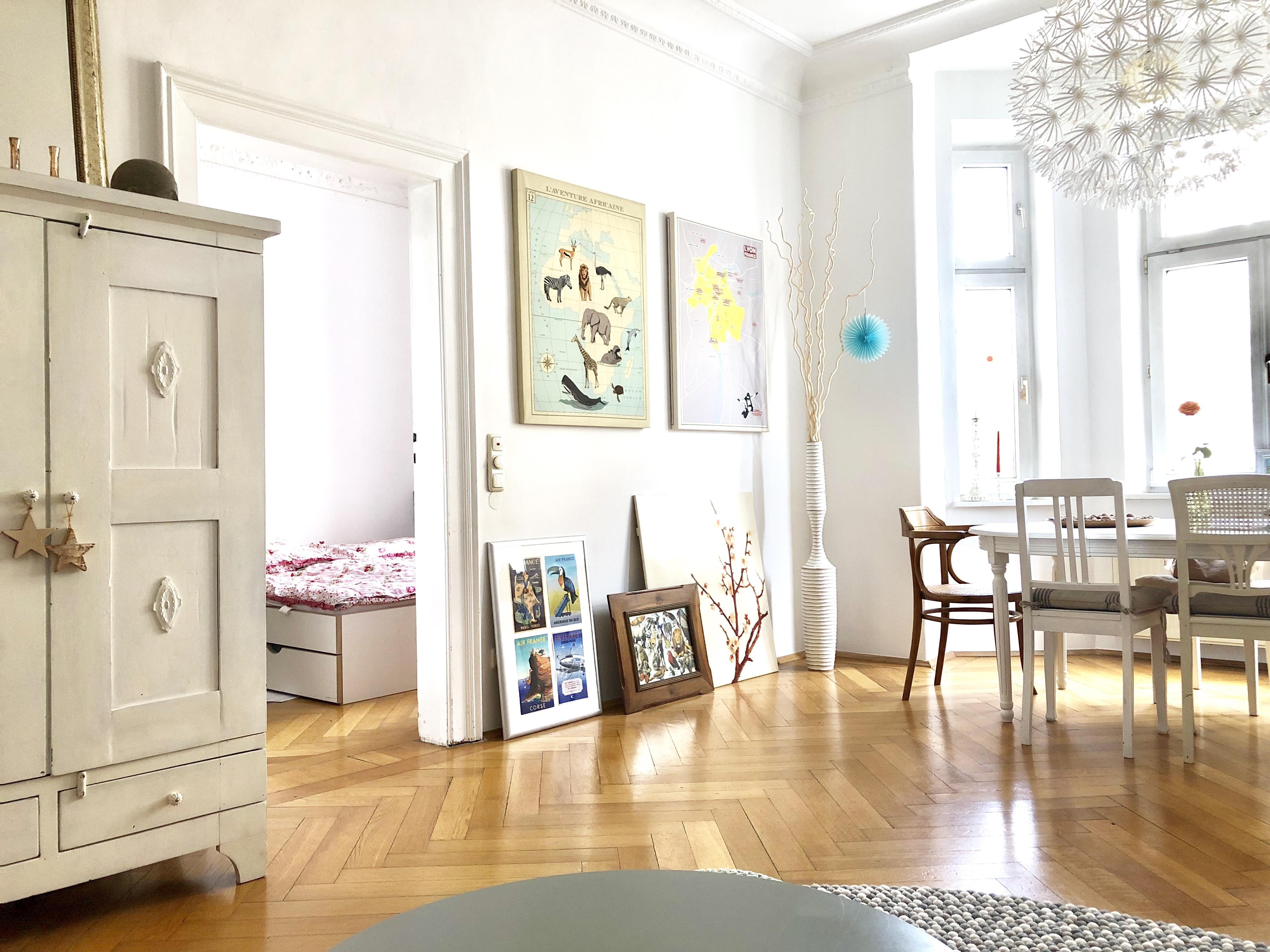 Wohnen, Naturholz, Weiß, Dekoration, Tür, Bilderrahmen, Tisch, Stuhl