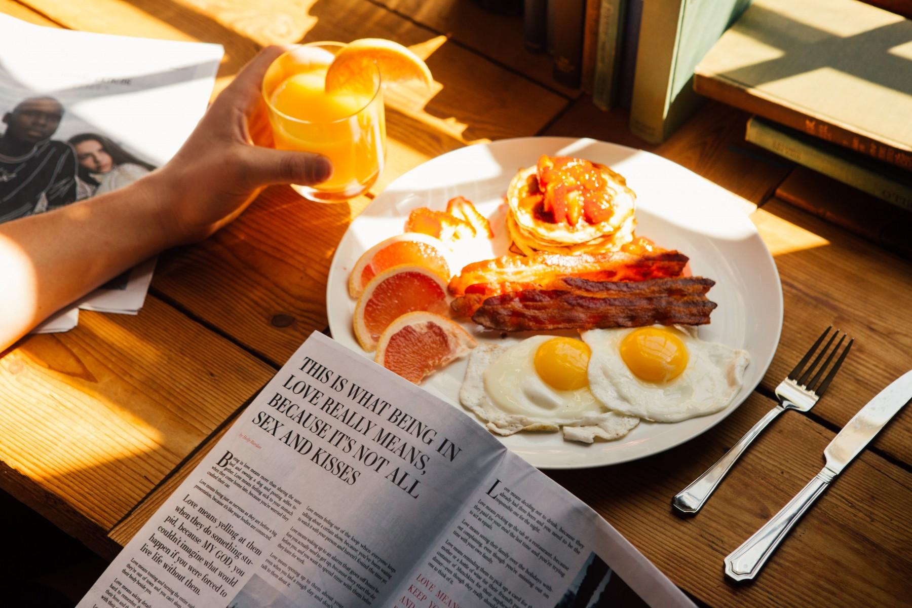 leckeres Frühstück - Spiegelei mit Speck für den Start in den Tag
