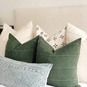 Luxus Schlafzimmer - Kissen in verschiedenen Farben. (grün, blau und weiß)