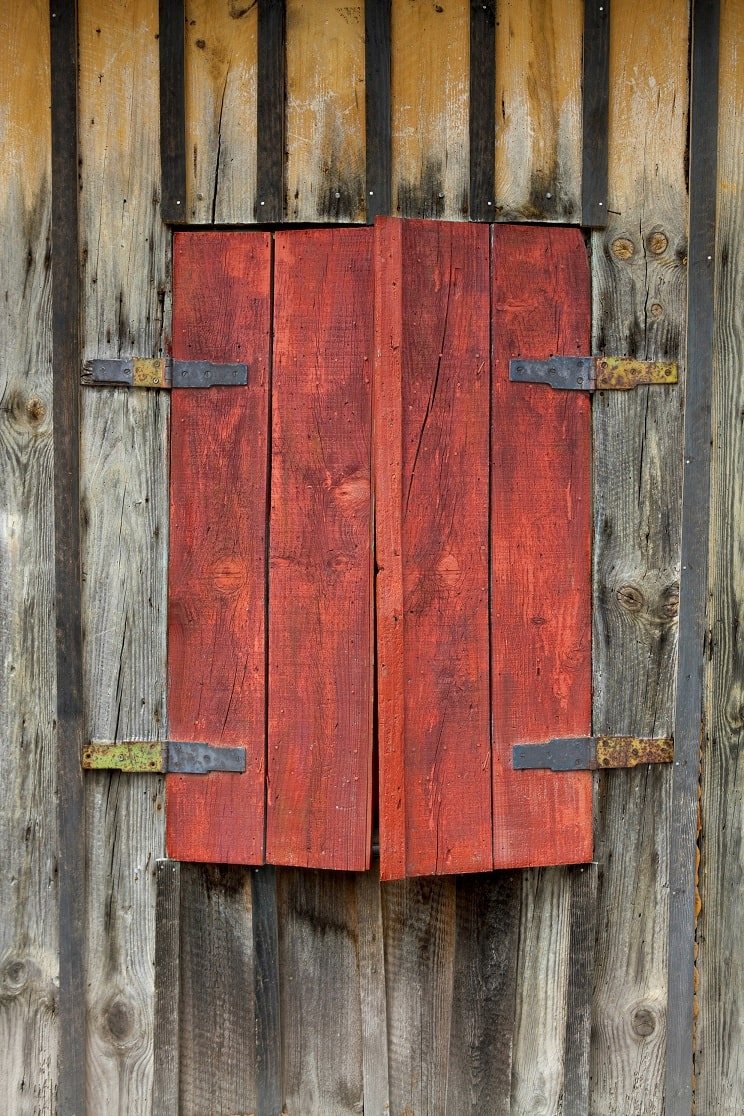 Holzjalouisen mit Beschlag