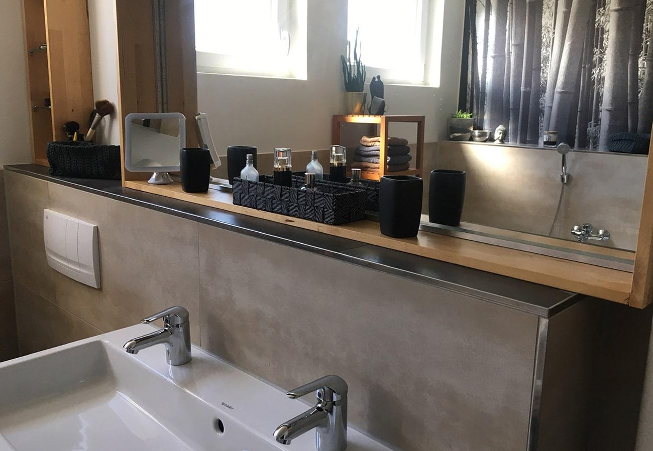 Badezimmer Waschbecken weiß