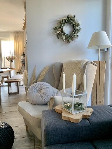 Wohnzimmer mit Sessel - Homestory: Jennifer liebt Holzakzente