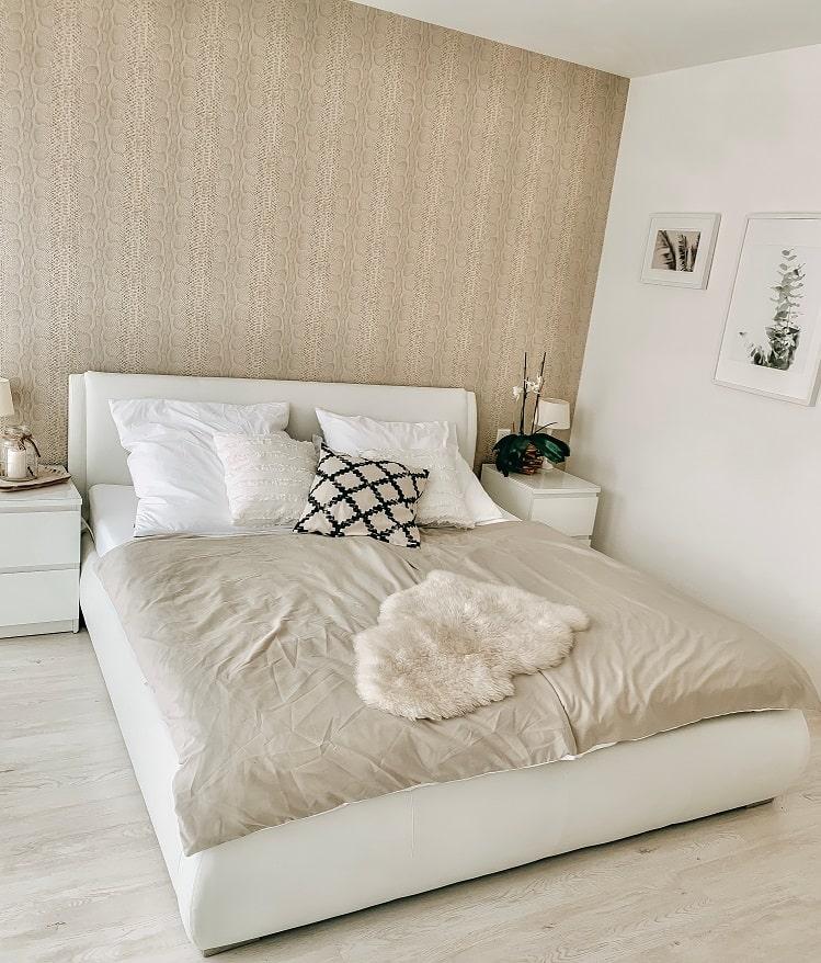 Schlafzimmer helle Wände - Homestory: Jennifer liebt Holzakzente