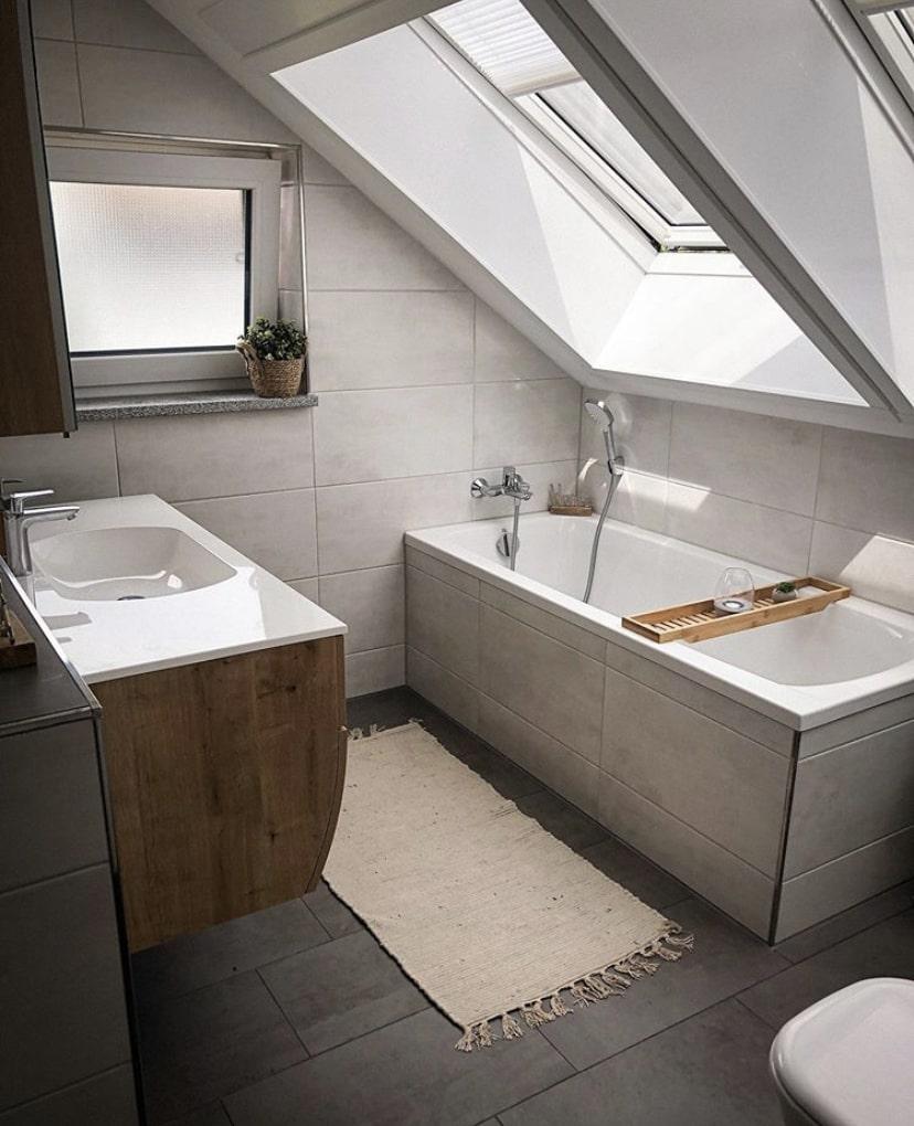 Dachschräge im Bad - Bild auf desmondo.de