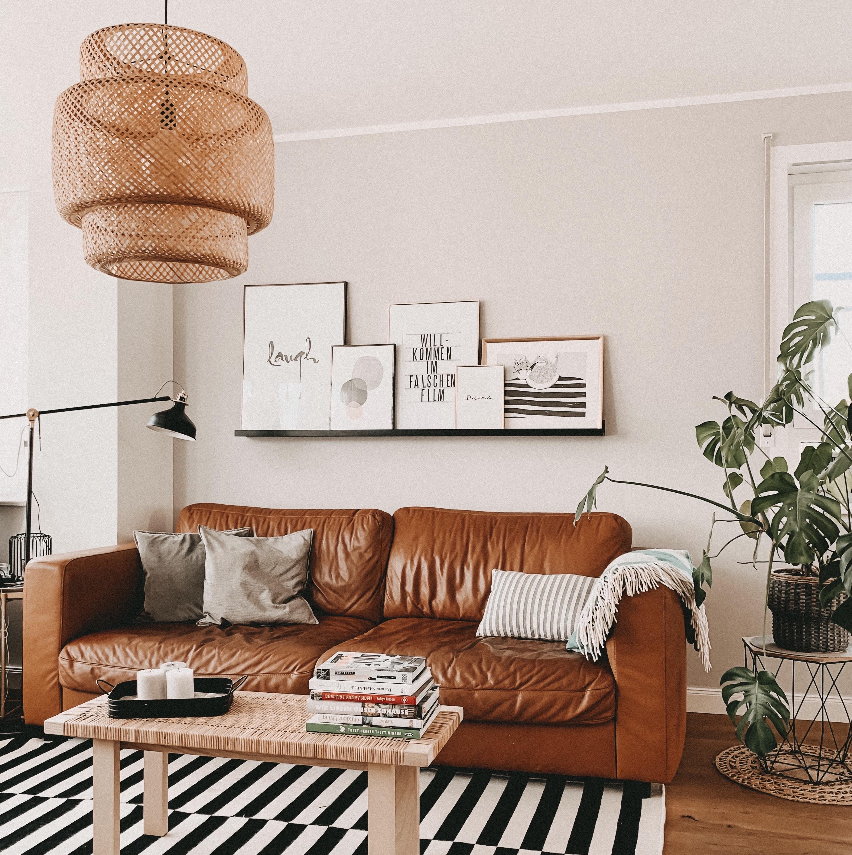 Braunes Leedersofa im Wohnzimmer - Homestory und weitere Ideen findest du bei desmondo.de