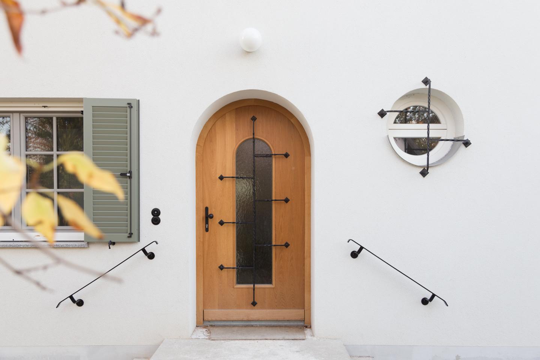 Herzlich Willkommen - Eingangstüre  Haus kernsaniert und trotzdem seinen Charakter bewahrt