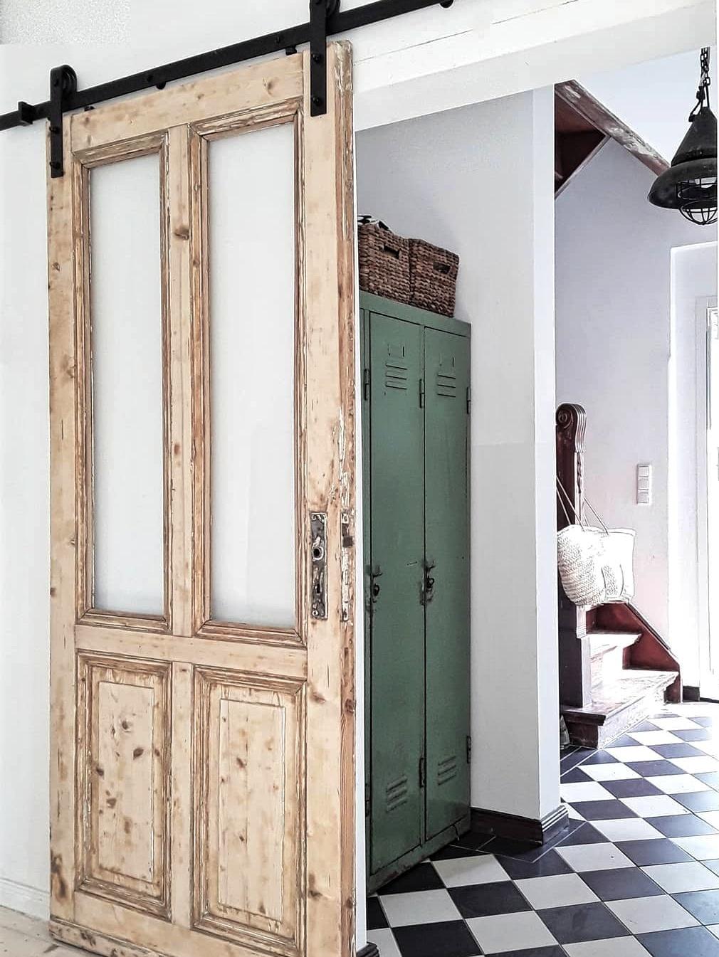 Schiebetür aus Holz - Überrachte Terrasse - Homestory: Bei Nathalie sieht es aus wie im Urlaub