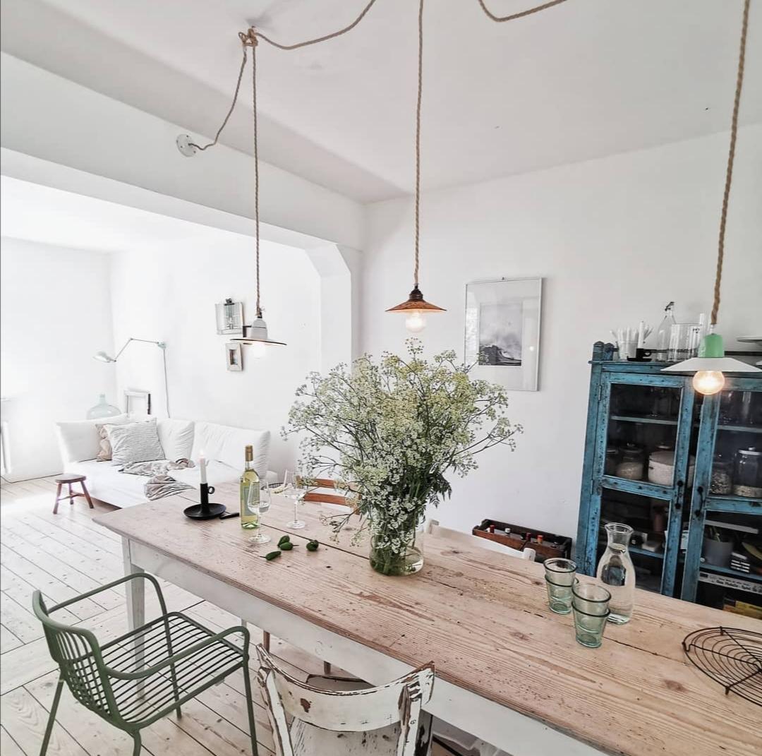 helle offene Wohnküche - Überrachte Terrasse - Homestory: Bei Nathalie sieht es aus wie im Urlaub