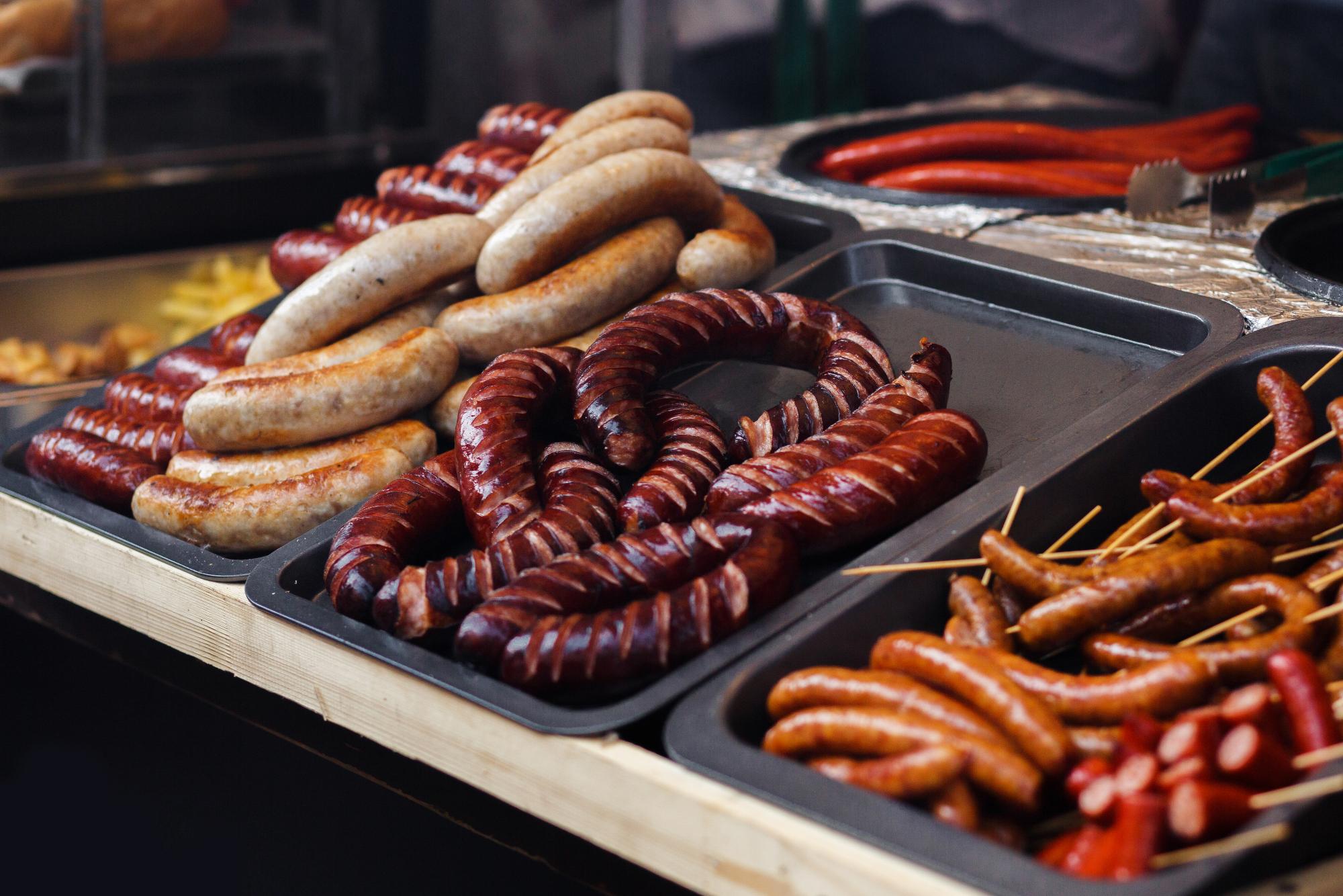 Außenküche Tipps Desmondo Grillwürstchen
