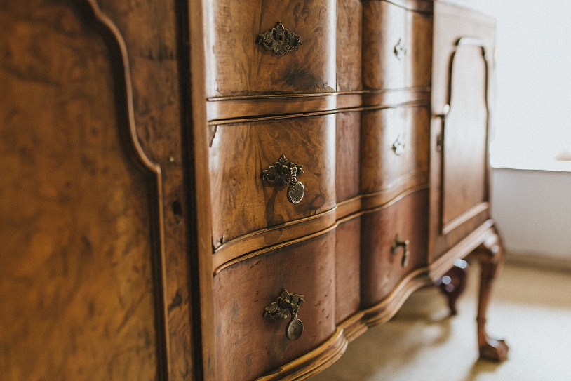 Antike Möbel pflegen und restaurieren desmondo