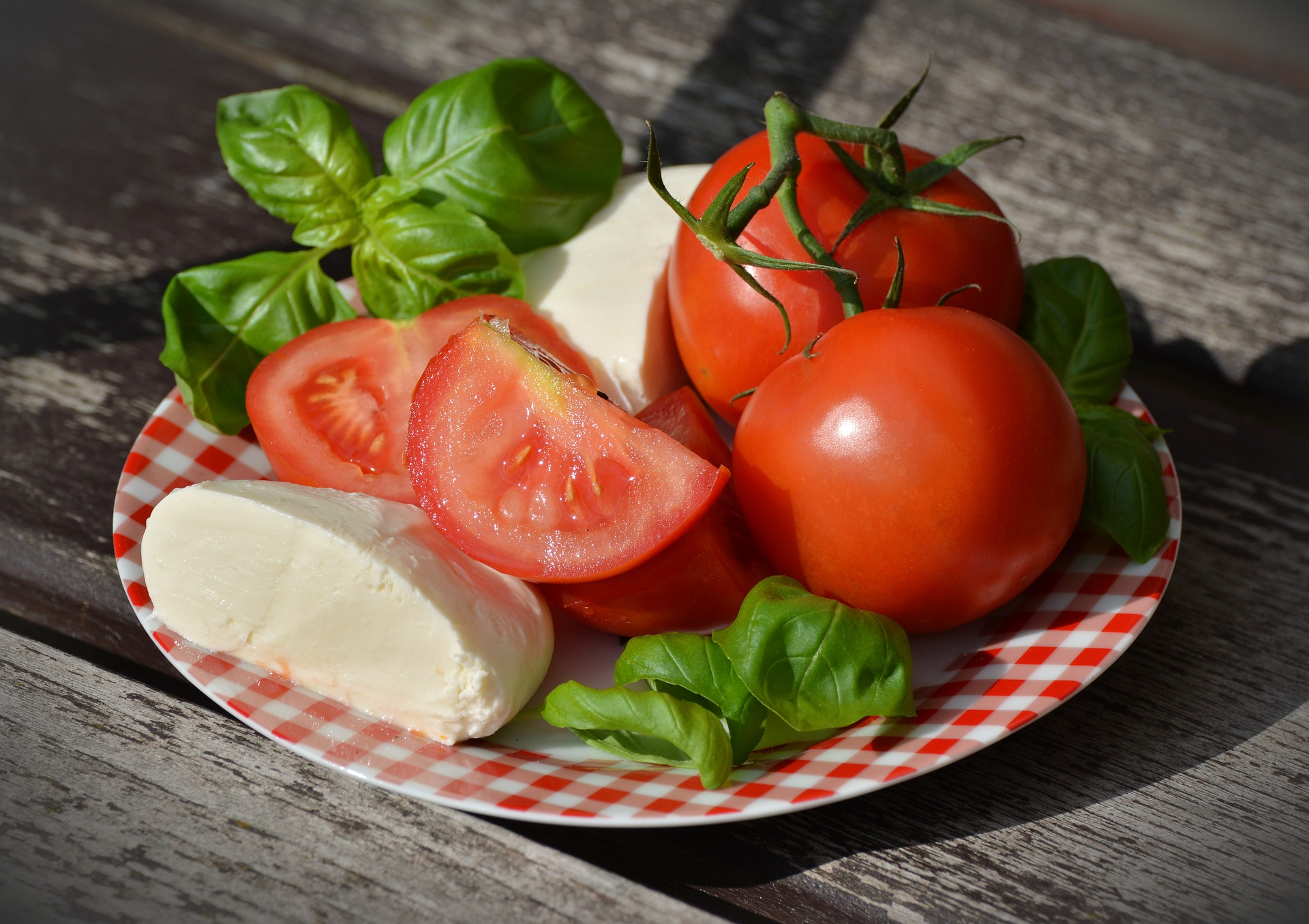 Tomaten im Garten anpflanzen Desmondo