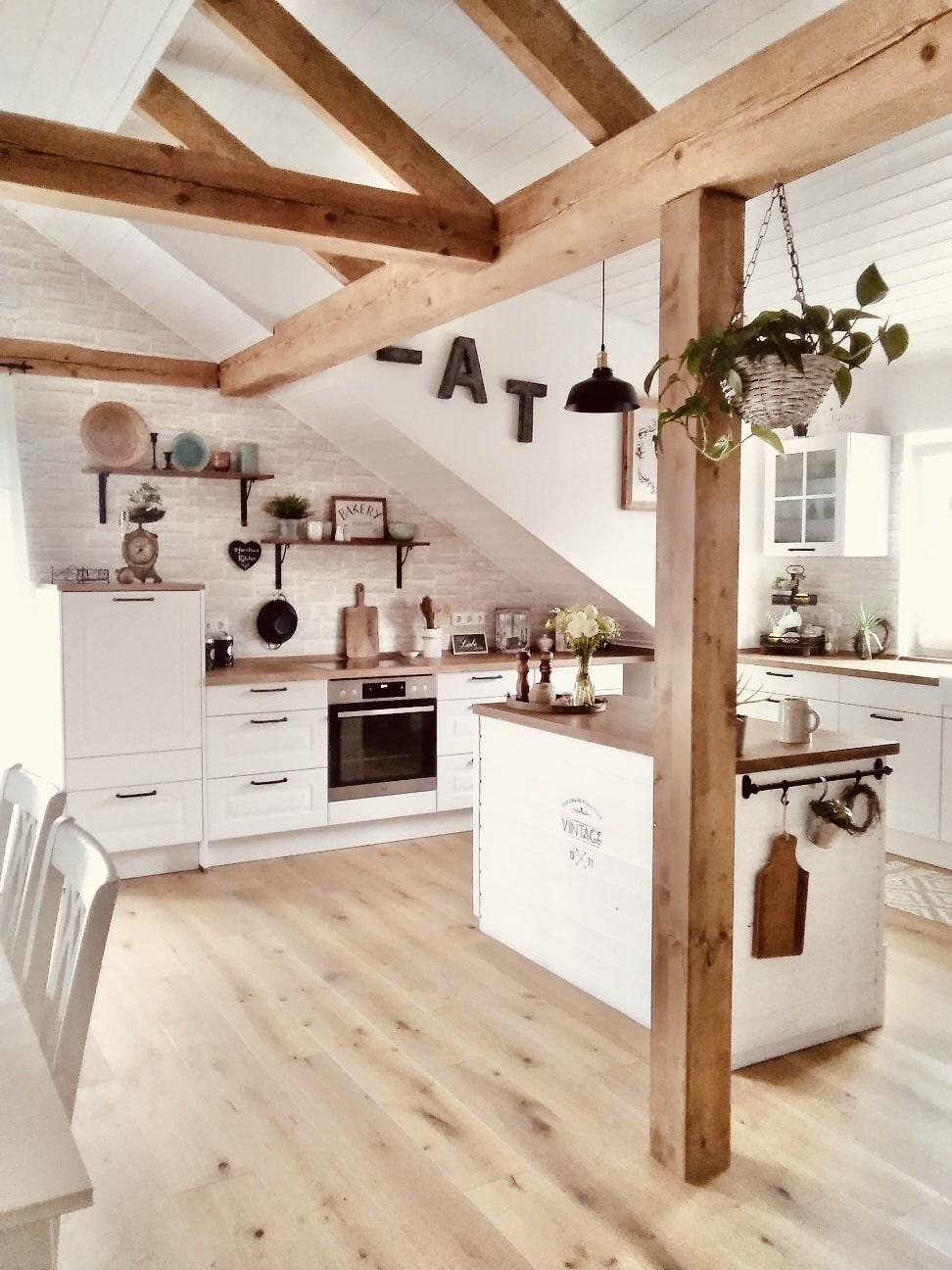 Homestory - Bei Lesern Zuhause - Homestory: Anschyla's Motto - Naturholz mit vielen weißen Elementen- so geht's einfach Desmondo dein online Magazin und Shop