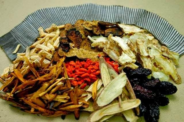 Thần y chữa sùi mào gà bằng phương pháp dân gian