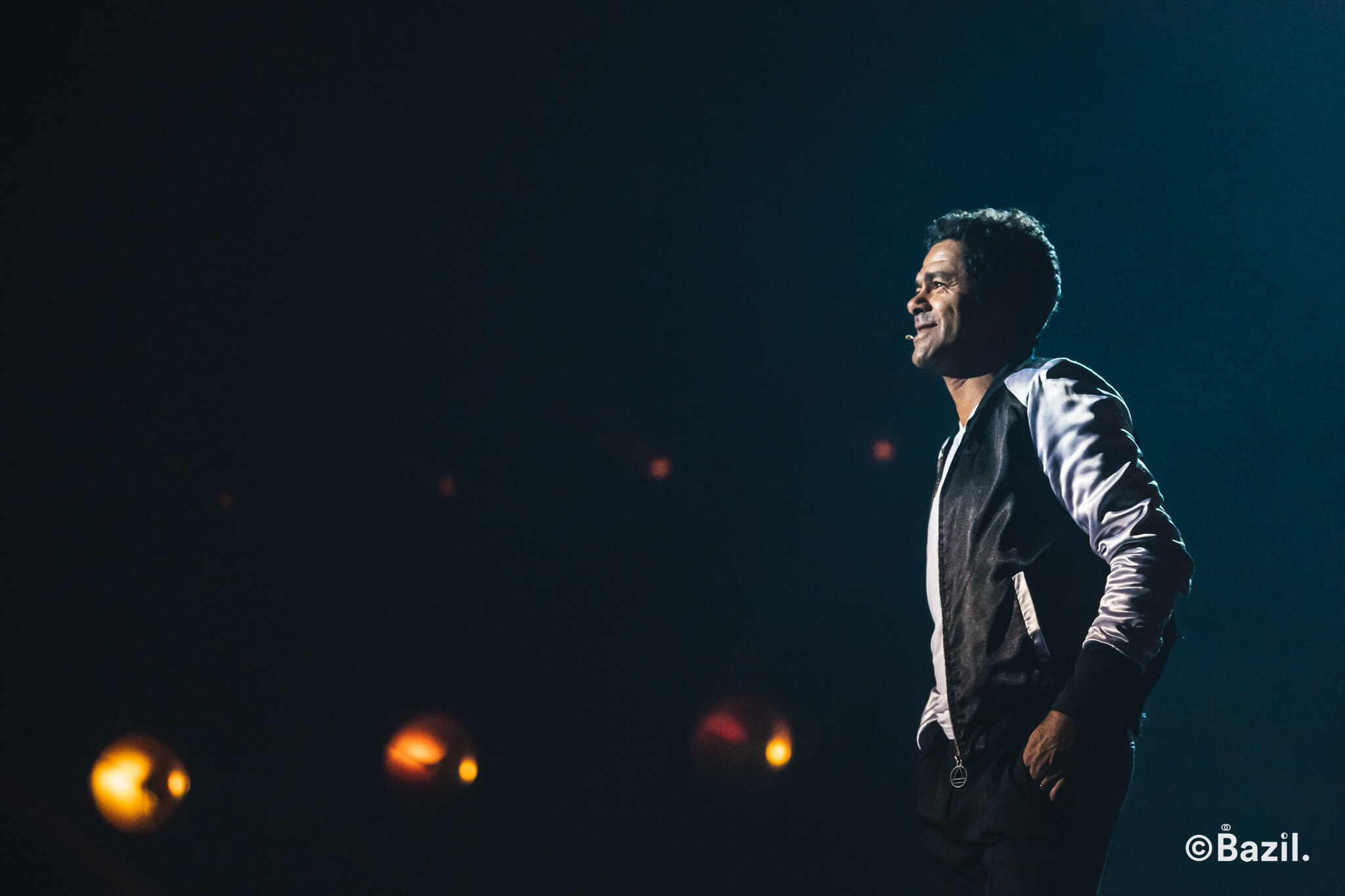 Jamel Debbouze lors de son spectacle Maintenant ou Jamel